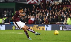 27/12/15 LADBROKES PREMIERSHIP HEARTS v CELTIC TYNECASTLE - EDINBURGH Hearts' Osman Sow makes it 2-2