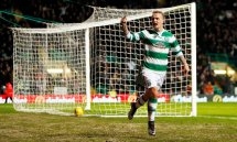Celtic's Leigh Griffiths celebrates scoring his sides first goal during the Scottish Premiership match at Celtic Park, Glasgow. PRESS ASSOCIATION Photo. Picture date: Saturday January 2, 2016. See PA story SOCCER Celtic. Photo credit should read: Danny Lawson/PA Wire. RESTRICTIONS: EDITORIAL USE ONLY