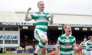 Celtic's Leigh Griffiths (left) celebrates scoring his side's first goal of the game during the Ladbrokes Scottish Premiership match at Firhill Stadium, Glasgow. PRESS ASSOCIATION Photo. Picture date: Saturday March 12, 2016. Photo credit should read: Jeff Holmes/PA Wire. EDITORIAL USE ONLY