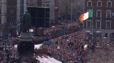 _88961511_crowdsandflag