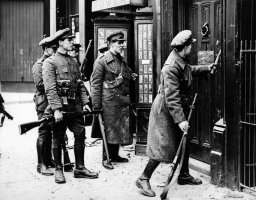 The Dublin Battle Breaking in the doors of a house so as to be able to cut off rebels in the Greshan Hotel. no date given 1916