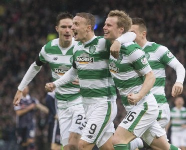 Celtic's Gary Mackay-Steven (right) celebrates scoring his side's first goal of the game during the Utilita Energy Scottish League Cup, semi-final match at Hampden Park, Glasgow. PRESS ASSOCIATION Photo. Picture date: Sunday January 31, 2016. See PA story SOCCER Ross County. Photo credit should read: Jeff Holmes/PA Wire. EDITORIAL USE ONLY