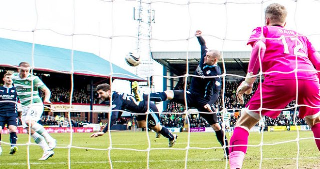 leigh-griffiths-celtic-scottish-cup-griffiths-scores-v-dundee_3261489