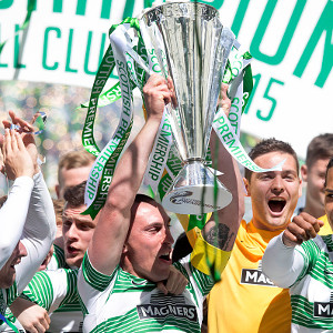 GLASGOW, SCOTLAND - MAY 24: Scott Brown captain lifts the trophy for Celtic at the Scottish Premiership Match between Celtic and Inverness Caley Thistle at Celtic Park on May 24, 2015 in Glasgow, Scotland. (Photo by Jeff Holmes/Getty Images)