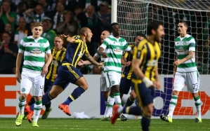GLASGOW, SCOTLAND - OCTOBER 01: Fernandao of Fenerbahce celebrates after he scores his second goal during the UEFA Europa League match between Celtic FC and Fenerbahce SK at Celtic Park on October 01, 2015 in Glasgow, Scotland. (Photo by Ian MacNicol/Getty images)